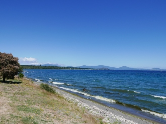 easy cycling down the edge of lake Taupo